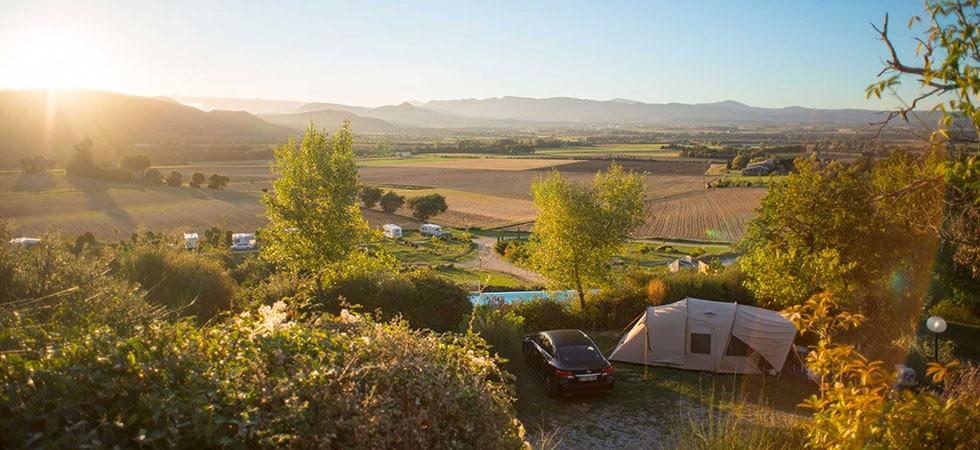 Camper dans un camping 4 étoiles dans la Drôme aux Bastets