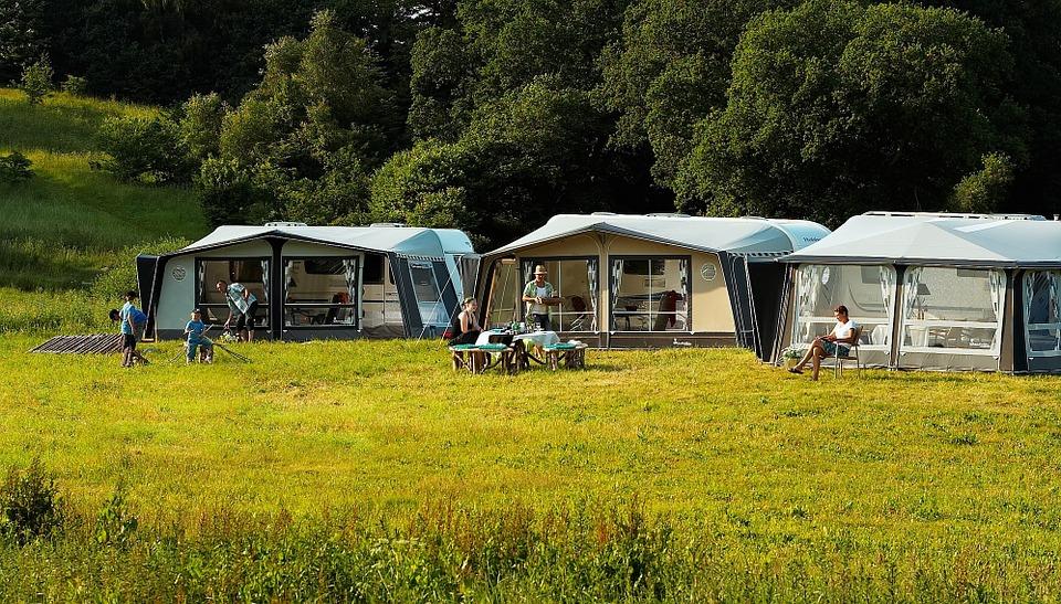 Première étape des vacances en camping