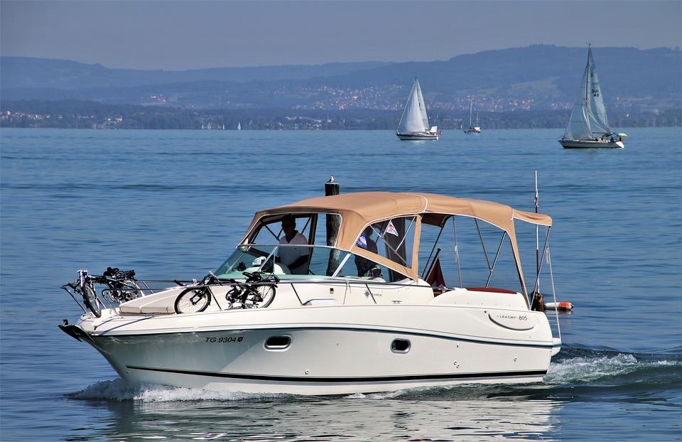 location bateau à moteur